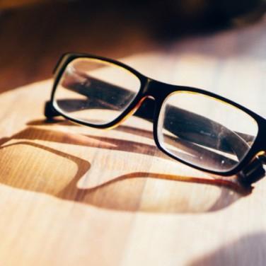Ochki-dlya-chteniya-Reading-Glasses-700x466